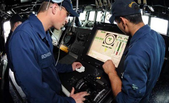 Флот США возвращается к рычагам вместо тачскринов