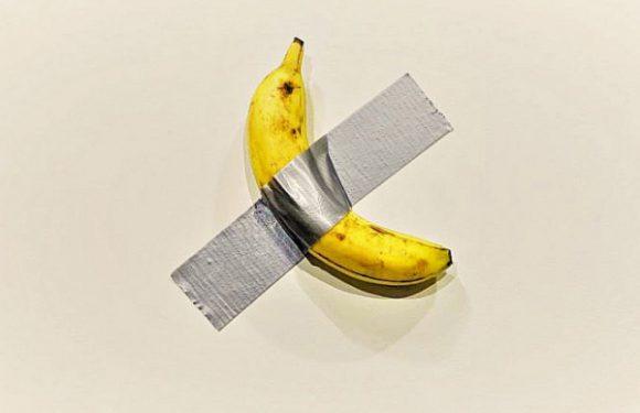 Маурицио Каттелан продает бананы на Art Basel Miami