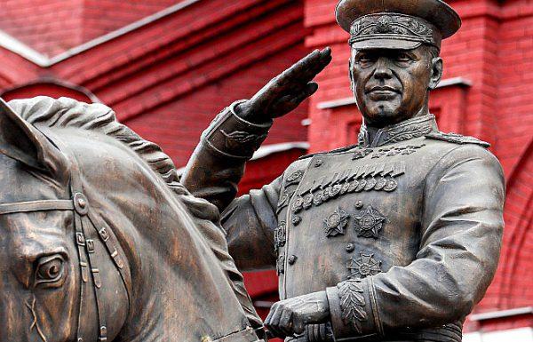На Манежной площади заменили памятник маршалу Георгию Жукову
