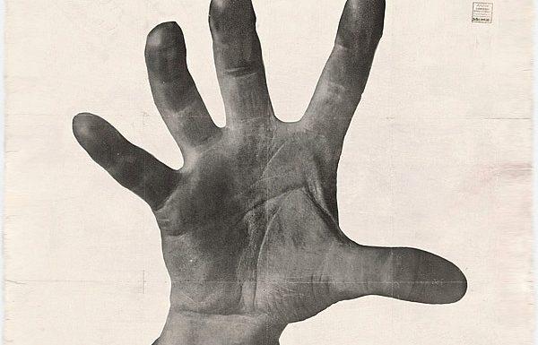 МоМА показывает коллекцию Меррилла Бермана, собиравшего политическое искусство