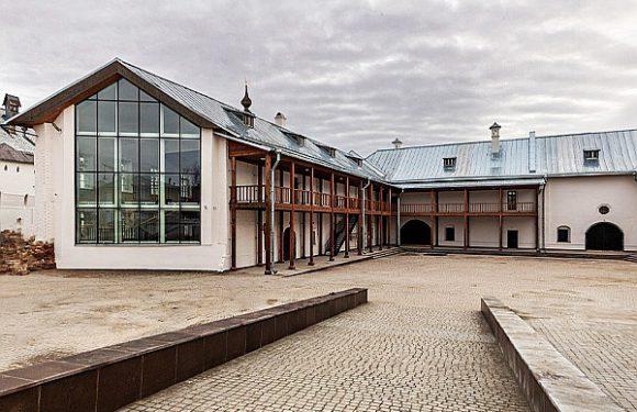 Выставки в ростовском Конюшенном дворе начнутся под музыку